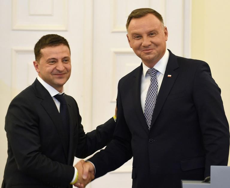 Poland's President Andrzej Duda (r) his Ukrainian counterpart Volodymyr Zelensky as a president 'who wants his country to be part of the free world'