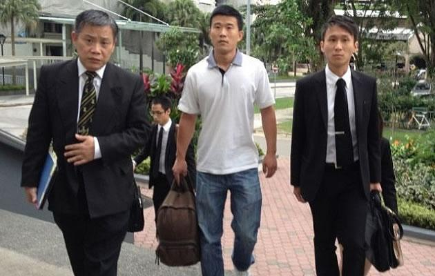 Former SMRT bus driver He Jun Ling arrives in court with his lawyers Peter Low and Choo Zheng Xi. (Yahoo! photo)
