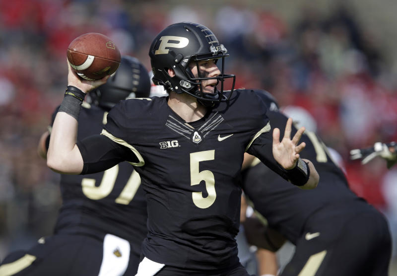 Purdue quarterback Danny Etling throws against Ohio State during the first half of an NCAA college football game in West Lafayette, Ind., Saturday, Nov. 2, 2013. (AP Photo/Michael Conroy)