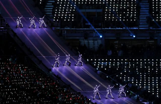 <p>Artists perform during the closing ceremony. REUTERS/Issei Kato </p>