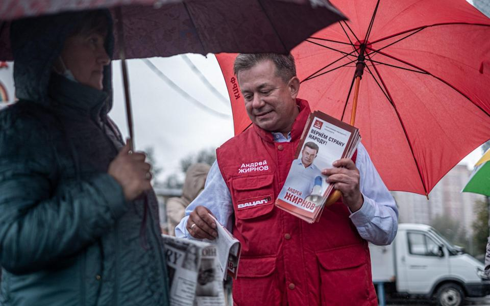 Communist Andrei Zhirnov is one of the rare opposition candidates canvassing in the streets of Novosibirsk - MAXIM BABENKO/MAXIM BABENKO