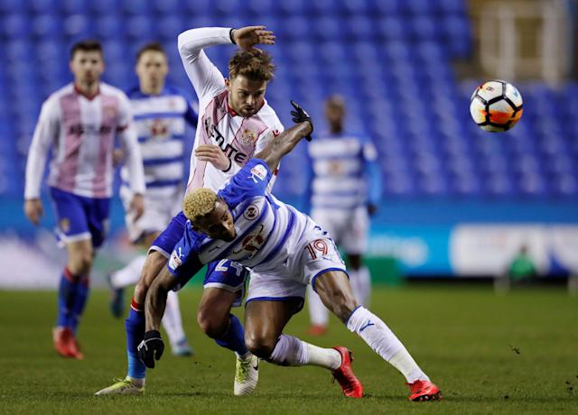 Soccer Football - FA Cup Third Round Replay - Reading vs Stevenage - Madejski Stadium, Reading, Britain - January 16, 2018 Reading's Leandro Bacuna in action with Stevenage's Matthew Godden Action Images/Andrew Couldridge
