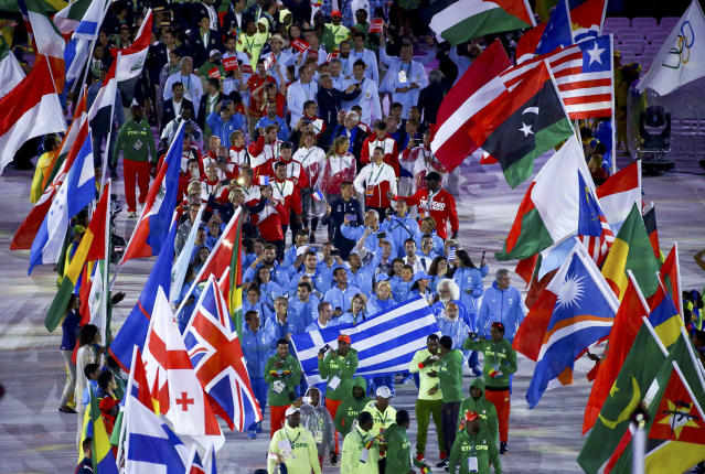 <p>Athletes take part in a parade during the closing ceremony. (REUTERS/Vasily Fedosenko) </p>
