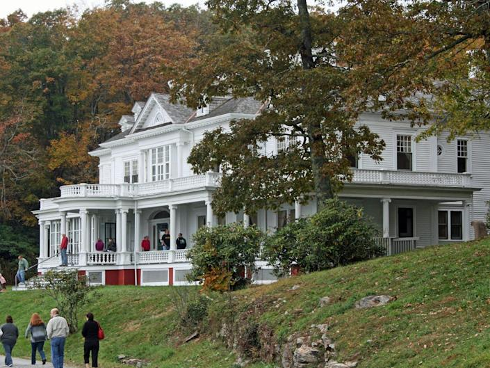 An estate with people in front of it in Blowing Rock, North Carolina.