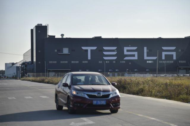 Tesla sales boosted by entry-level sedan