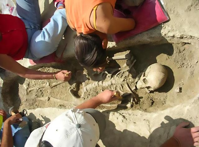 Three Roman-era skeletons have been found by workmen in front of the Piramide underground station in Rome (CEN)