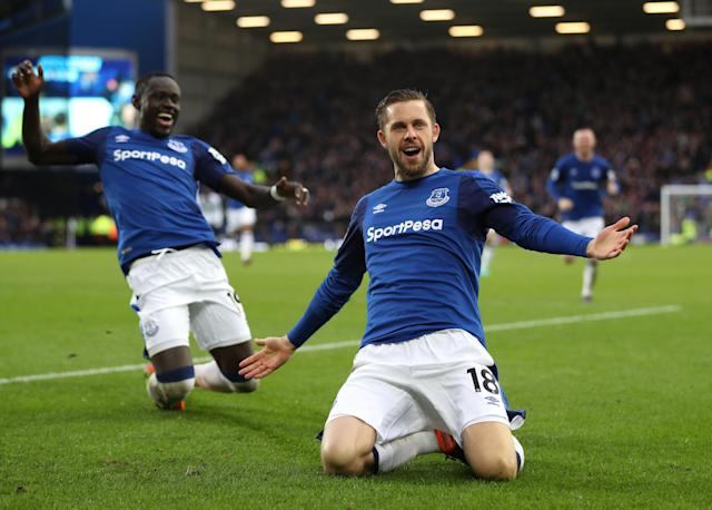 Gylfi Sigurdsson sets Everton on course to steam through out of sorts Crystal Palace