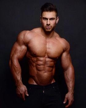 Pro bodybuilder Arnold Vosloo Ready for big Bollywood entry!
