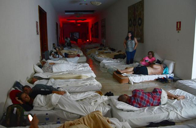 <p>Holidaymakers bed down in the corridors of the Theatre building in the Dreams Hotel in Punta Cana, Dominican Republic, Sept. 7, 2017. (Photo: Huw Evans/REX/Shutterstock) </p>
