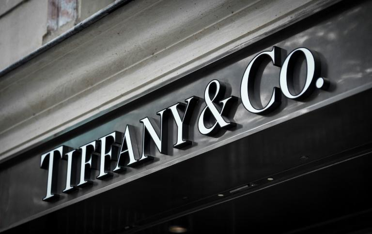 French luxury group LVMH has raised its bid to acquire US jewelers Tiffany, two sources close to the matter told AFP