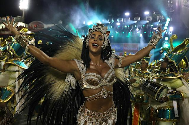 <p>Drum queen Flavia Lyra from Imperatriz samba school performs during the second night of the Carnival parade at the Sambadrome in Rio de Janeiro, Brazil, Feb. 13, 2018. (Photo: Pilar Olivares/Reuters) </p>