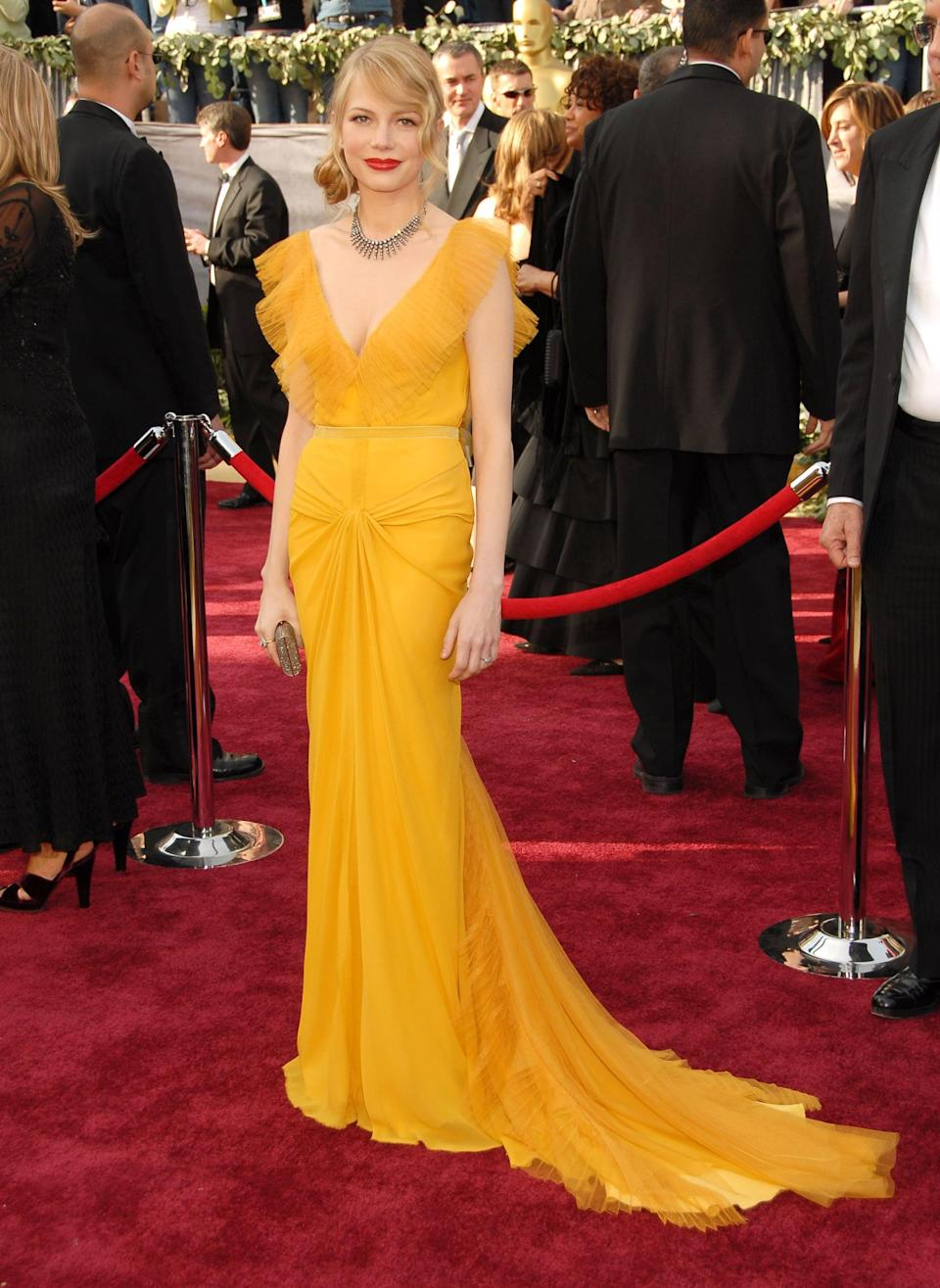 <p>Vera Wang designed the sunny yellow dress Michelle chose for the red carpet in 2006.</p>
