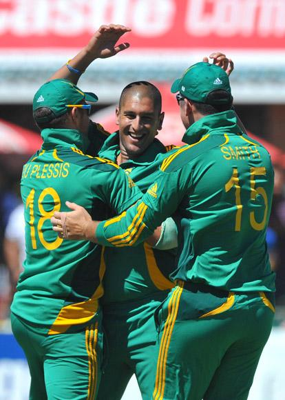 Rory Kleinveldt of South Africa celebrates the wicket of Martin Guptill of New Zealand for a duck during the 2nd One Day International match between South Africa and New Zealand at De Beers Diamond Oval on January 22, 2013 in Kimberley, South Africa.(Photo by Duif du Toit/Gallo Images/Getty Images)