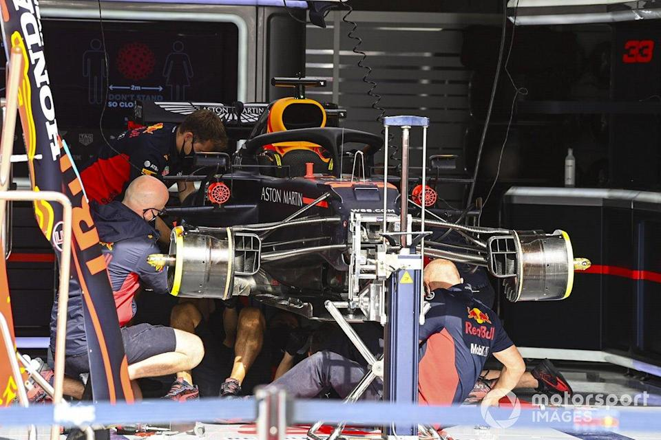 """Mechanics build the car of Max Verstappen, Red Bull Racing RB16, in the garage<span class=""""copyright"""">Mark Sutton / Motorsport Images</span>"""