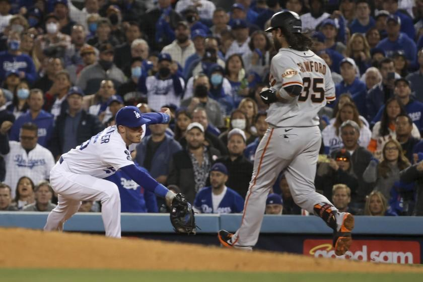 Los Angeles, CA - October 12: Los Angeles Dodgers first baseman Cody Bellinger catches the ball to force out San Francisco Giants' Brandon Crawford during the fifth inning in game four of the 2021 National League Division Series at Dodger Stadium on Tuesday, Oct. 12, 2021 in Los Angeles, CA. (Robert Gauthier / Los Angeles Times)