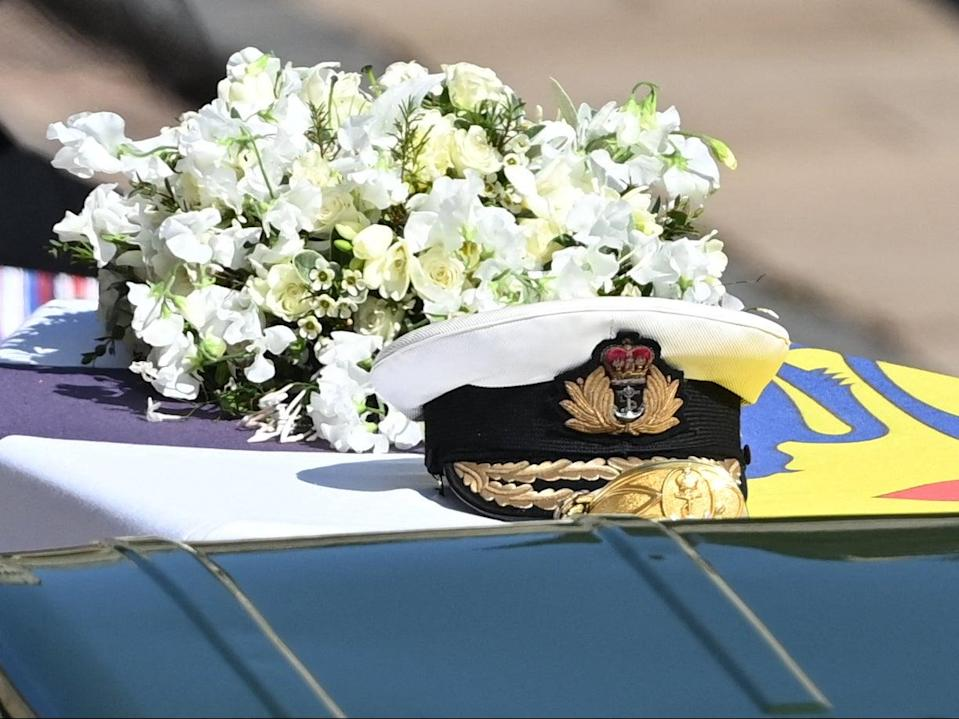 <p>The Queen's wreath featured white flowers chosen by the monarch including freesia, lilies, sweet peas and roses</p> (POOL/AFP via Getty Images)