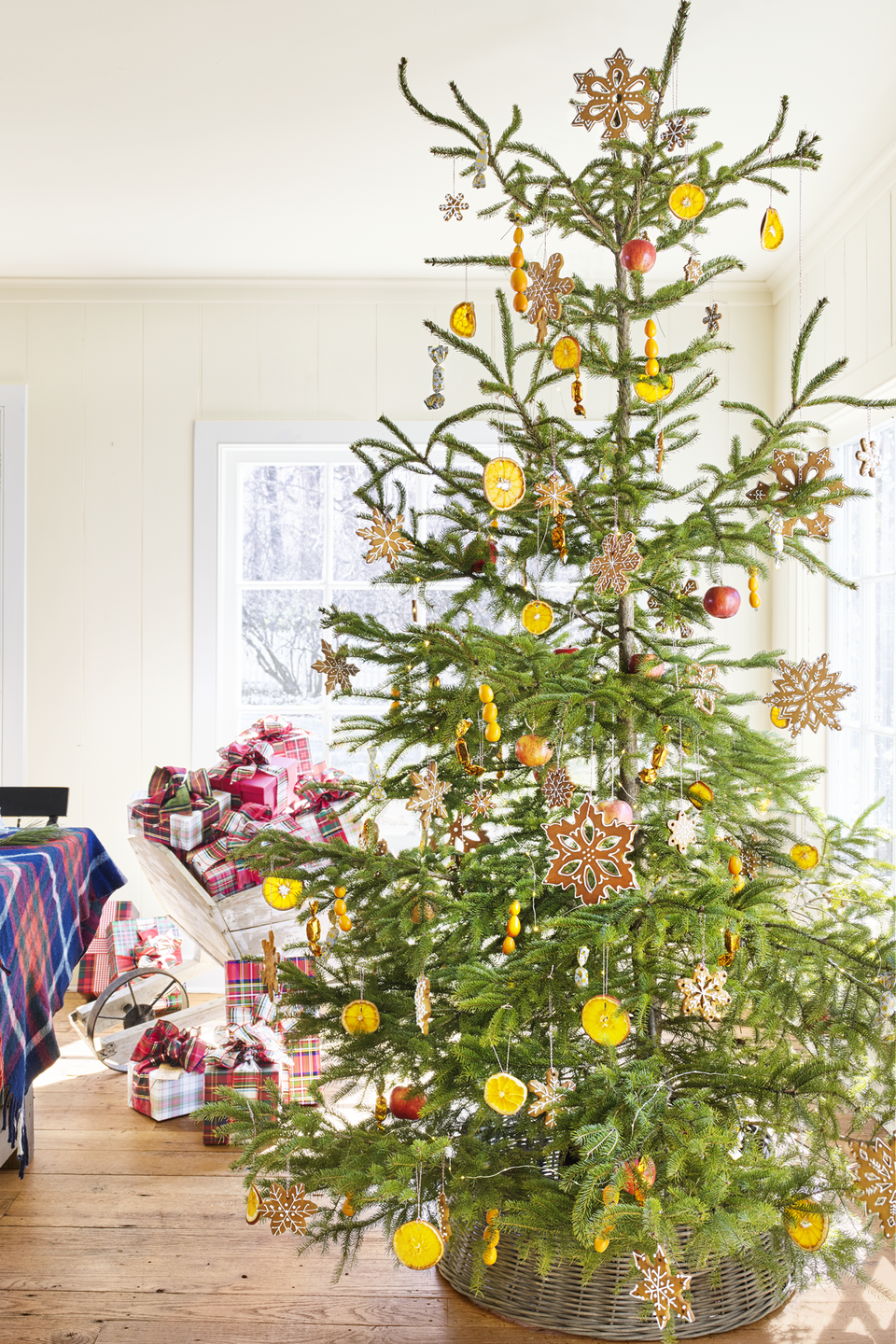 <p>Not quite as expected as red and green, this vibrant tree incorporates dried lemon slices, preserved oranges, and glitzy orange ornaments for a refreshing vibe. </p>