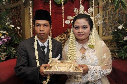 "Indonesian groom Rudiyanto (L) 26, and bride Anita Sari, 19, hold their dowry during their wedding ceremony which was held at 11 o'clock in Jakarta, on November 11. Like many other countries in the world, many people in the world's populous Muslim country flocked to registry offices to marry in the belief that the ""11/11/11"" date is the most auspicious in a century"