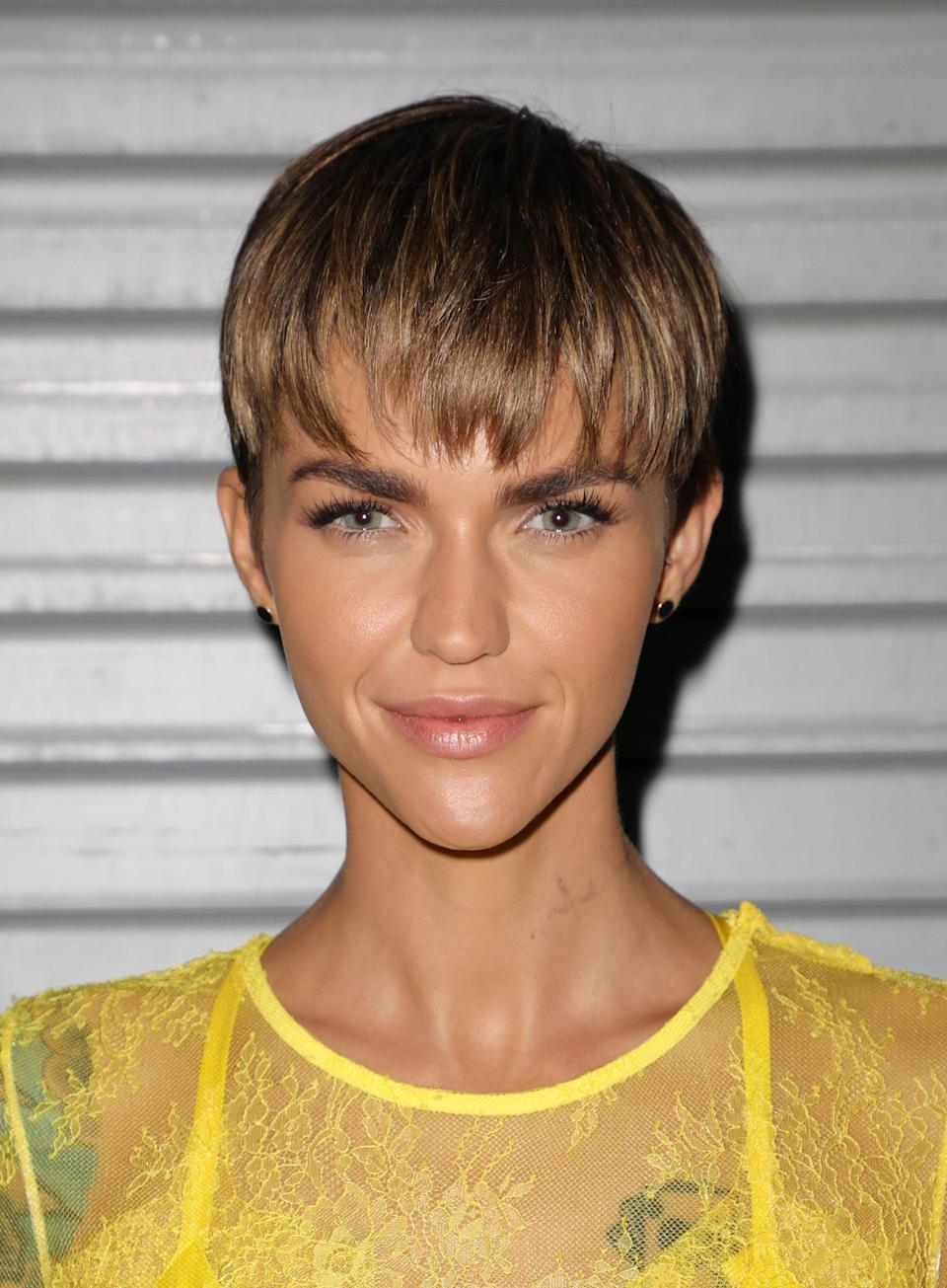 Rose's long fringe almost falls into bowl cut territory–in the coolest way possible—with its rounded-out finish.