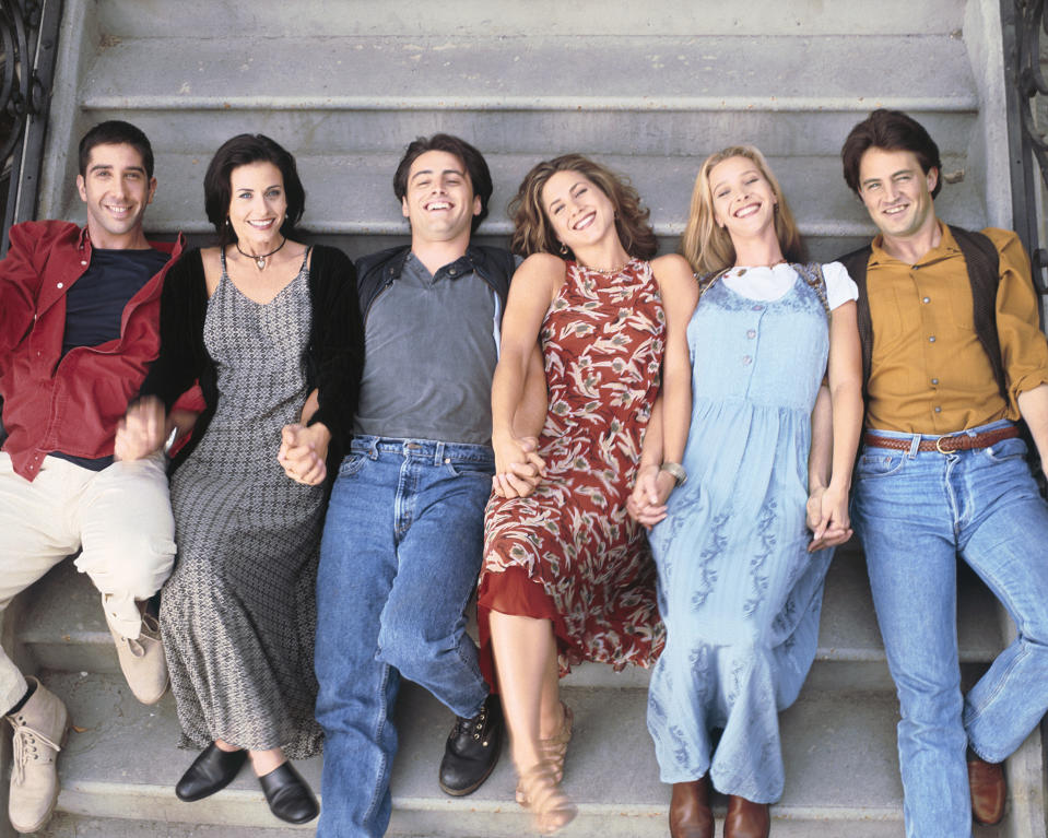 FRIENDS -- Pictured: (l-r) David Schwimmer as Ross Geller, Courteney Cox Arquette as Monica Geller, Matt LeBlanc as Joey Tribbiani, Jennifer Aniston as Rachel Green, Lisa Kudrow as Phoebe Buffay, Matthew Perry as Chandler Bing  -- (Photo by Reisig & Taylor/NBC/NBCU Photo Bank via Getty Images)