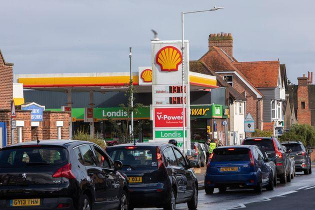 <strong>As the fuel crisis in the UK continues, this Shell petrol station is open for business as usual, motorists arrive in with their cars to fill up with fuel.</strong> (Photo: Andrew Aitchison via Getty Images)
