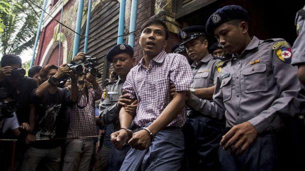 PHOTO: Detained Myanmar journalist Kyaw Soe Oo (C) is escorted by police out of a court in Yangon, Aug. 27, 2018. (Aung Kyaw Htet/AFP/Getty Images)