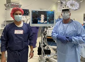 Augmedics CEO attends Dr. Lynch's 100th Case