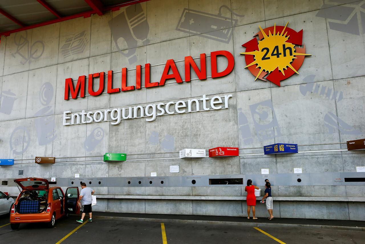A general view of the Muelliland Recyclingcenter drive inn recycling centre in Wallisellen, Switzerland August 17, 2017. Picture taken August 17, 2017. REUTERS/Arnd Wiegmann