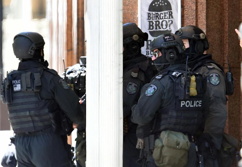 Armed police are seen outside Lindt cafe in Sydney on December 15, 2014 after an Iranian-born self-styled cleric took 17 people hostage (AFP Photo/Saeed Khan)