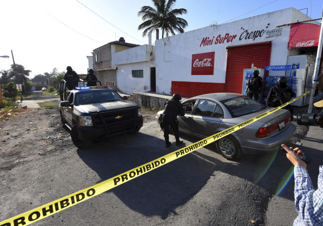 Mexico Nayarit soldiers police crime scene killing