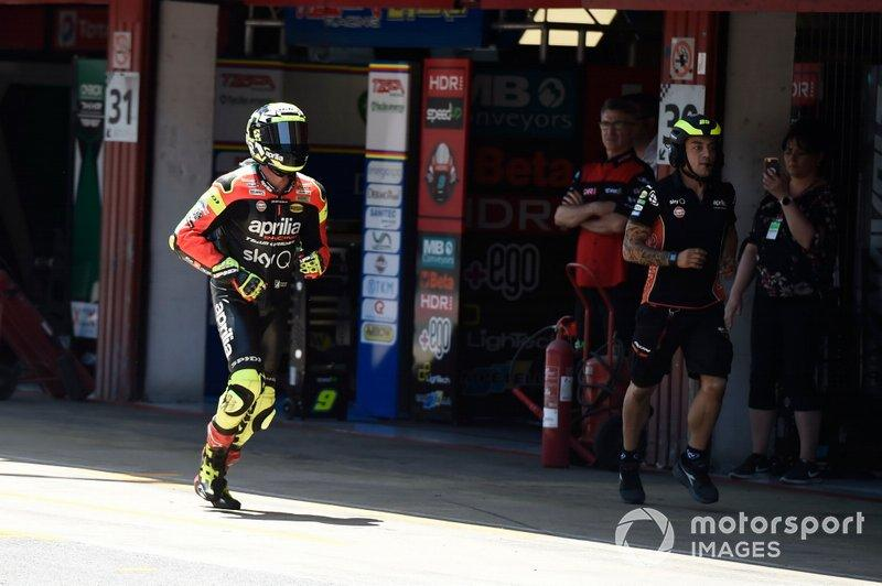 "Andrea Iannone, Aprilia Racing Team Gresini, corre in pit lane<span class=""copyright"">Gold and Goose / Motorsport Images</span>"