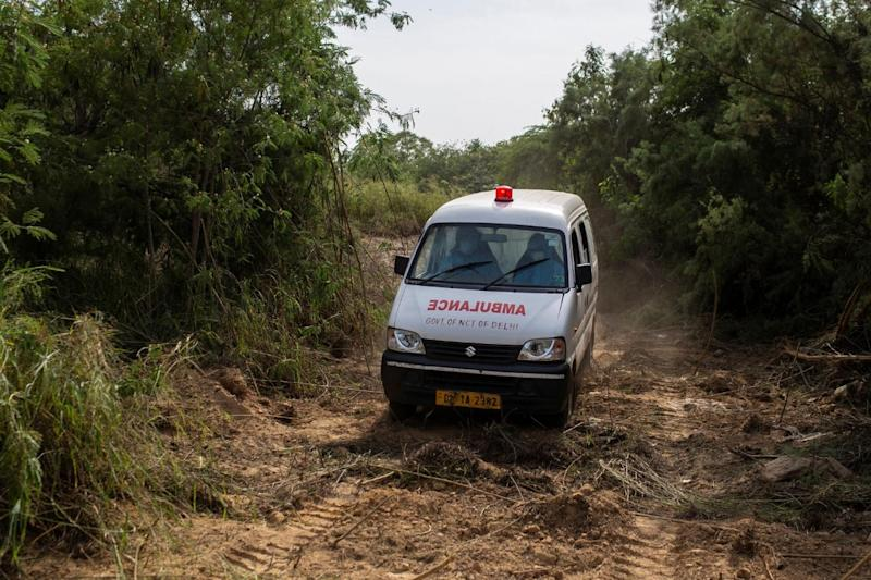 Villagers Chase Away Covid Ambulance with Sticks and Stones in MP's Sheopur, Video Goes Viral