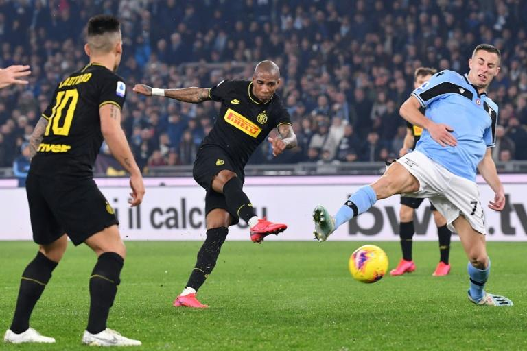 Inter Milan's Ashley Young (C) scored his first Serie A goal against Lazio. (AFP Photo/Andreas SOLARO)