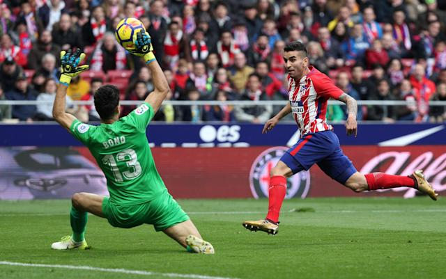Soccer Football - La Liga Santander - Atletico Madrid vs Girona - Wanda Metropolitano, Madrid, Spain - January 20, 2018 Atletico Madrid's Angel Correa in action with Girona's Yassine Bounou REUTERS/Sergio Perez