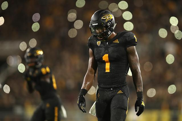"<a class=""link rapid-noclick-resp"" href=""/ncaaf/players/263208/"" data-ylk=""slk:N'Keal Harry"">N'Keal Harry</a> brought down an insane one-handed grab on Saturday against the <a class=""link rapid-noclick-resp"" href=""/ncaaf/teams/usc/"" data-ylk=""slk:USC Trojans"">USC Trojans</a>. (Getty Images)"