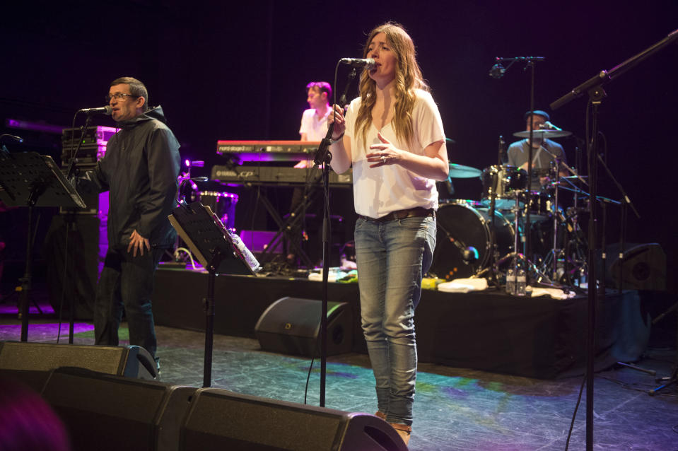 BADALONA, SPAIN - APRIL 16: Paul Heaton and Jacqui Abbot perform on stage during Blues i Ritmes Festival at Teatre Principal on April 16, 2016 in Badalona, Spain. (Photo by Jordi Vidal/Redferns)