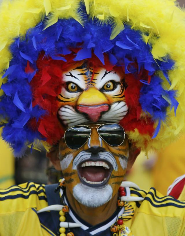 A fan of Colombia cheers his team on before their 2014 World Cup Group C soccer match against Greece at the Mineirao stadium in Belo Horizonte June 14, 2014. REUTERS/Sergio Perez (BRAZIL - Tags: SPORT SOCCER WORLD CUP TOPCUP)