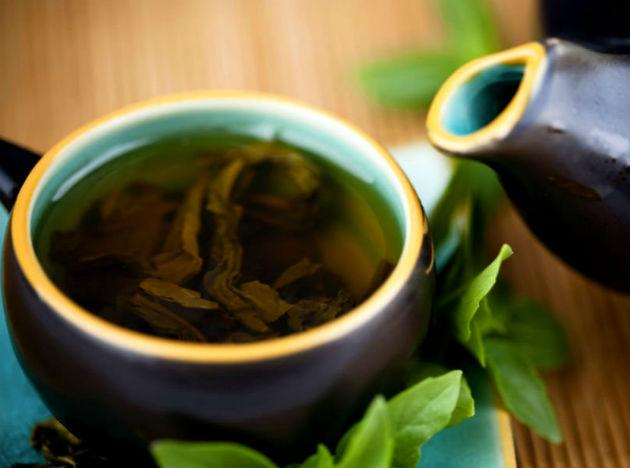 <b>Green tea</b> contains certain chemicals called polyphenols and catechins that boost metabolism and help burn fat. Including 2-3 cups of green tea in your diet will help reduce that waistline, as well as provide a host of other health benefits.