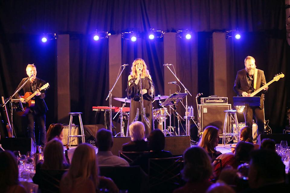 Rita Wilson in Brisbane performing to a crowd