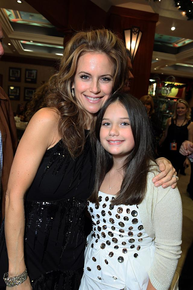 "<a href=""http://movies.yahoo.com/movie/contributor/1800016652"">Kelly Preston</a> and <a href=""http://movies.yahoo.com/movie/contributor/1809860089"">Ella Bleu Travolta</a> at the Los Angeles premiere of <a href=""http://movies.yahoo.com/movie/1809918087/info"">Old Dogs</a> - 11/09/2009"