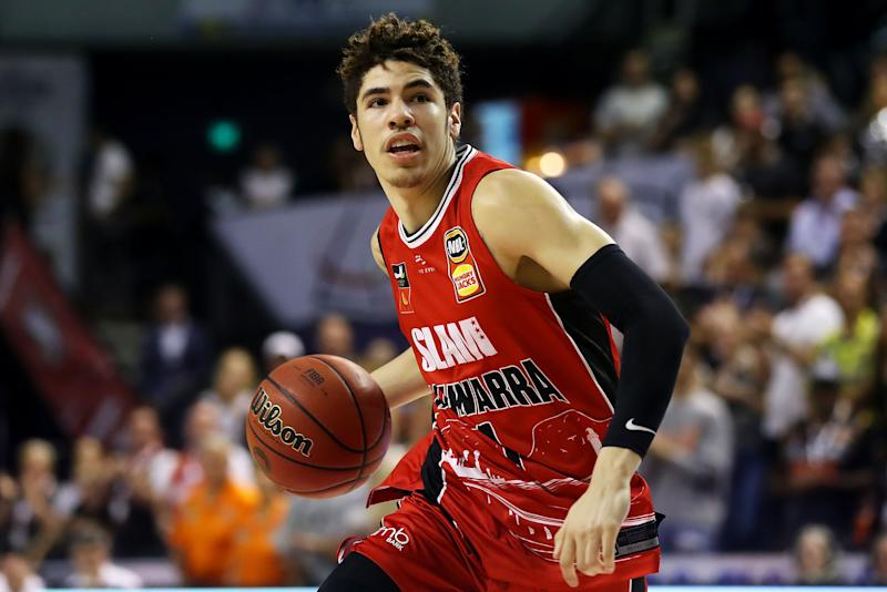 Lamelo Ball of the Illawarra Hawks drives to the basket during a game against the Cairns Taipans on Nov. 25. (Mark Kolbe/Getty Images)