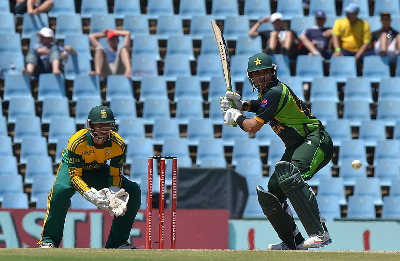 Pakistan's Misbah-ul-Haq bats during the ODI final between South Africa and Pakistan at SuperSport in Centurion on November 30, 2013.  AFP PHOTO / ALEXANDER JOE
