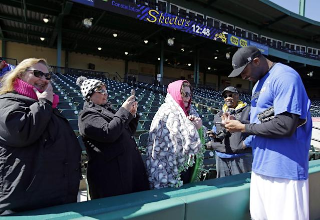 Retired NBA All-Star Tracy McGrady, right, signs autographs for season ticket holders after a workout at the Sugar Land Skeeters baseball stadium Wednesday, Feb. 12, 2014, in Sugar Land, Texas. McGrady hopes to tryout as a pitcher for the independent Atlantic League Skeeters. (AP Photo/Pat Sullivan)