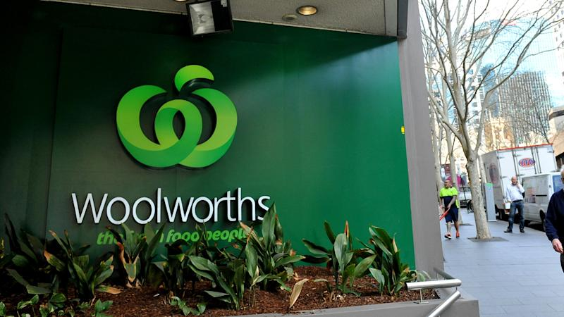 Woolies leaks more market share