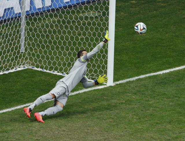 Brazil's goalkeeper Julio Cesar concedes a goal to Robin van Persie of the Netherlands (not pictured) during their 2014 World Cup third-place playoff at the Brasilia national stadium in Brasilia July 12, 2014. REUTERS/Ruben Sprich (BRAZIL - Tags: SOCCER SPORT WORLD CUP)