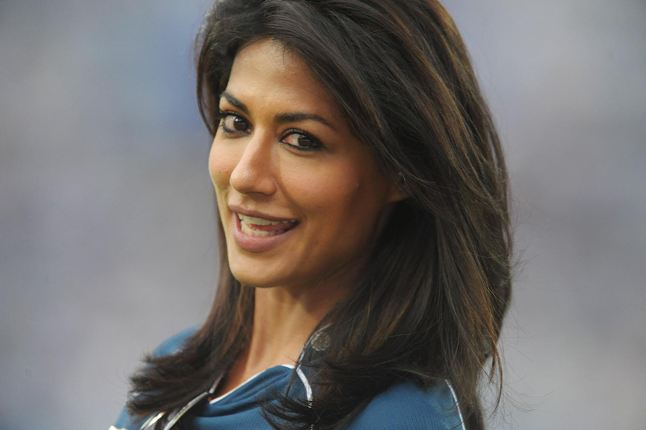 Indian  Bollywood actress Chitrangada Singh  smiles during the IPL Twenty20 cricket match between the  Deccan Chargers and Delhi Daredevils at Rajiv Gandhi International Stadium in Hyderabad on May 10, 2012. RESTRICTED TO EDITORIAL USE. MOBILE USE WITHIN NEWS PACKAGE.  AFP PHOTO/ Noah SEELAM        (Photo credit should read NOAH SEELAM/AFP/GettyImages)