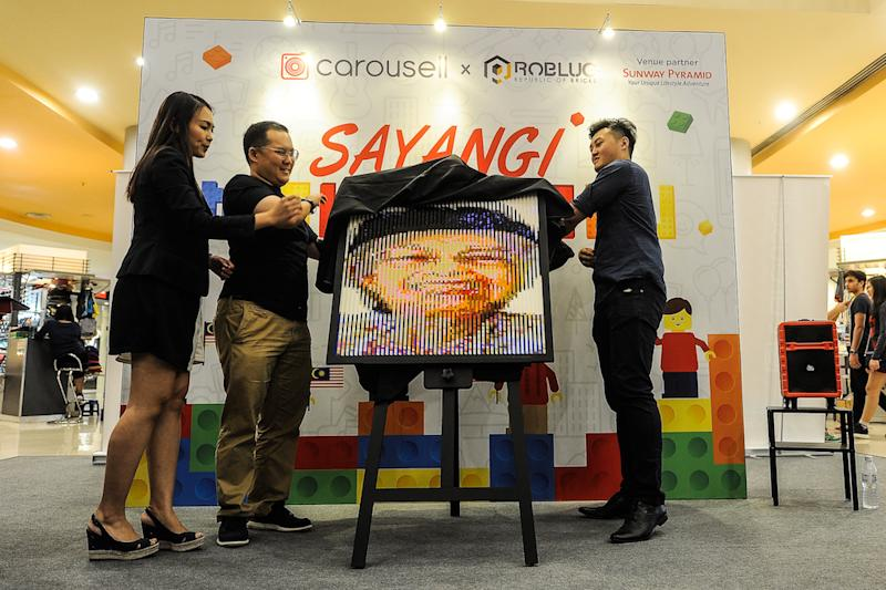 A mural of Tun Dr Siti Hasmah Mohd Ali, composed of Lego bricks, is unveiled at Carousell's 'Sayang Malaysiaku' Lego art exhibition in Sunway Pyramid, Petaling Jaya August 30, 2018. — Picture by Shafwan Zaidon