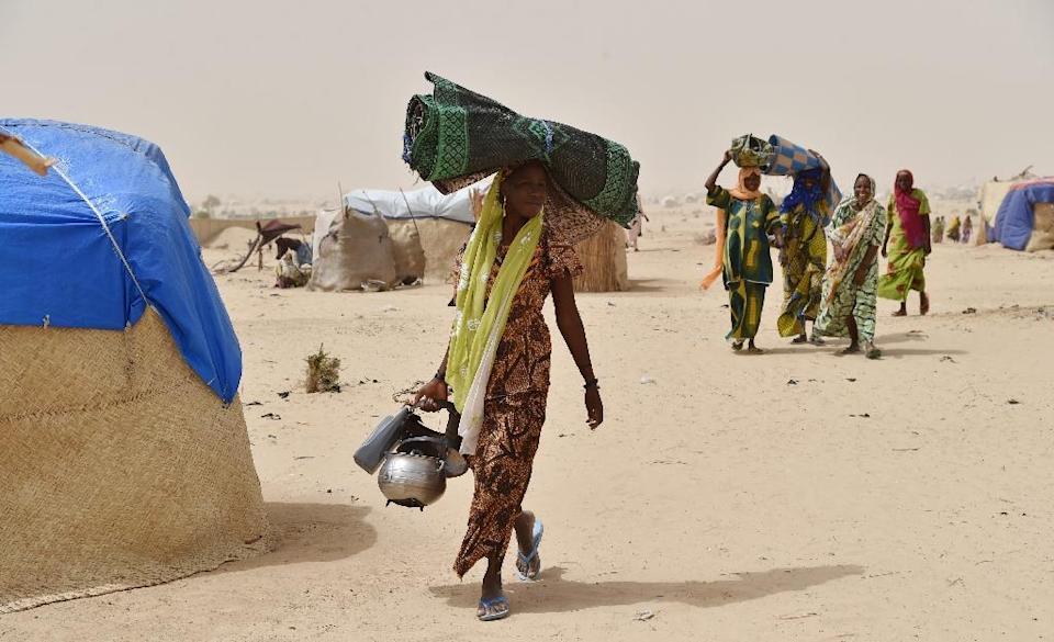 Displaced families, fleeing from Boko Haram attacks, are seen at a camp near Diffa in Niger, on June 19, 2016 (AFP Photo/Issouf Sanogo)