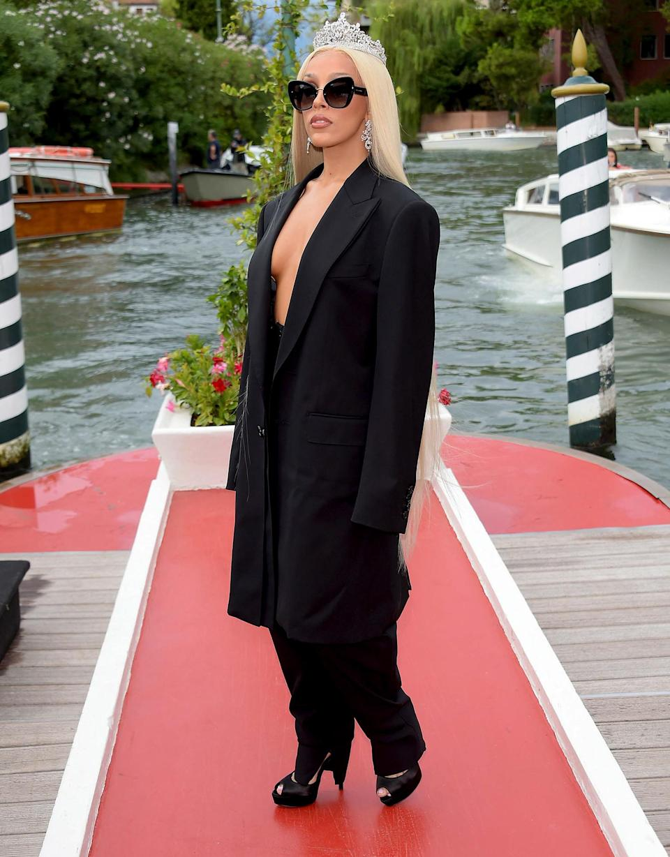 <p>Doja Cat goes regal on Aug. 30 while arriving in Venice, Italy.</p>