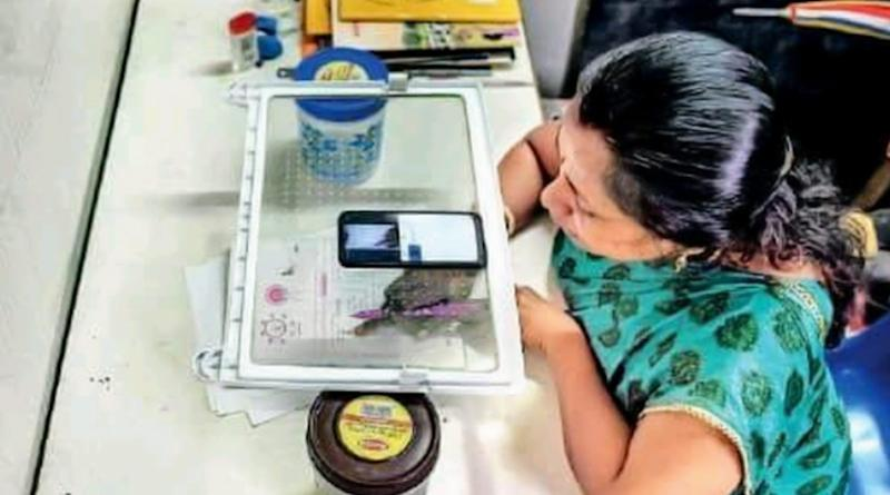 Teacher Uses Refrigerator Tray in a Unique Way to Make Online Teaching Easier amid Coronavirus Pandemic! Netizens in Praises Of This Indian Jugad